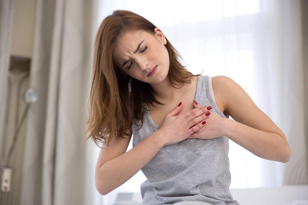 علت تپش قلب در خانم ها